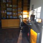Bureau et aménagement en médium teinté dans la masse