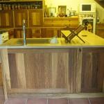 Cuisine en chêne brun - Plan de travail en pierre - 2