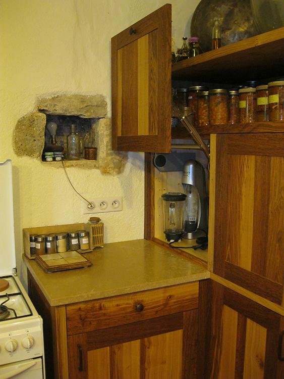 Cuisine en chêne brun - Plan de travil en pierre- 3
