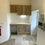 Cuisine kitchenette, façades chêne et plan de travail hêtre