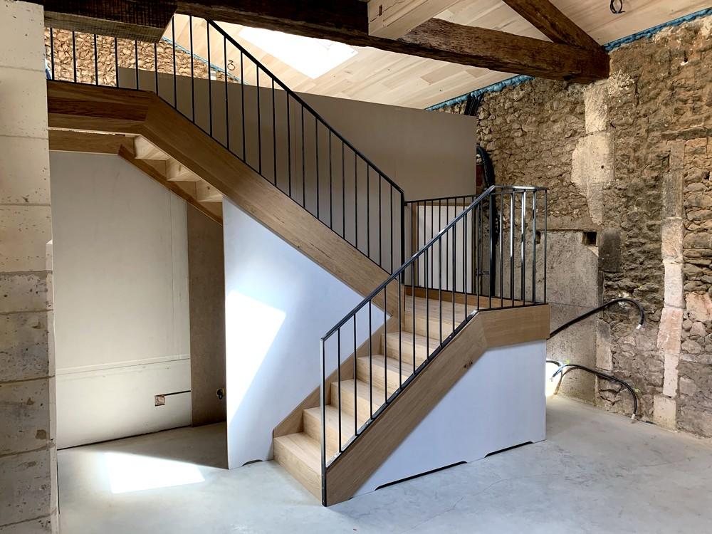 Escalier avec pallier de repos. Garde-corps métallique (1)