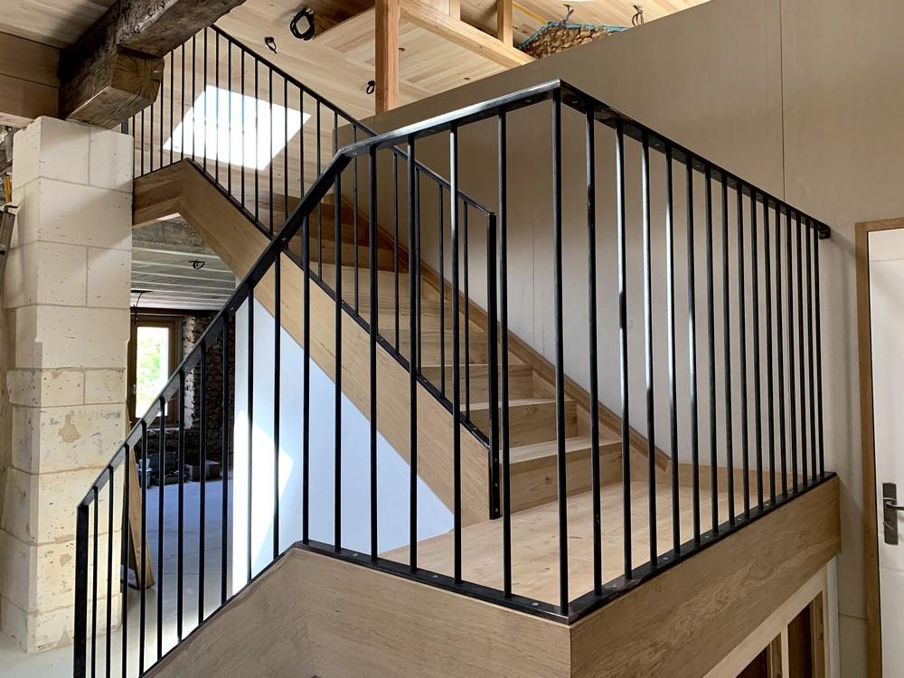 Escalier avec pallier de repos. Garde-corps métallique (2)