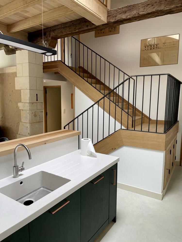 Escalier avec pallier de repos. Garde-corps métallique (3)
