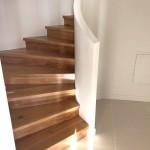 Escalier courbe à l'anglaise et sur crémaillère départ