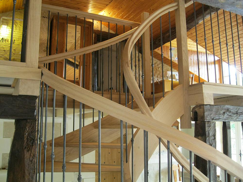 Escalier courbe - Chêne et fer -2