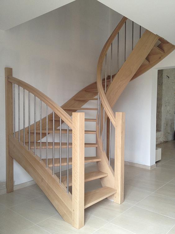 Escalier courbe - Chêne et inox