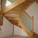 Escalier rampe sur rampe chêne et garde-corps en verre