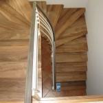 Habillage d'escalier métallique avec marches en noyer