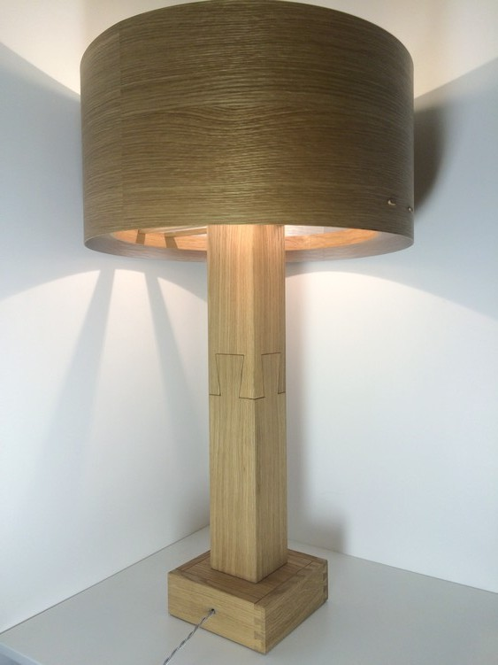 Lampe contemporaine en bois