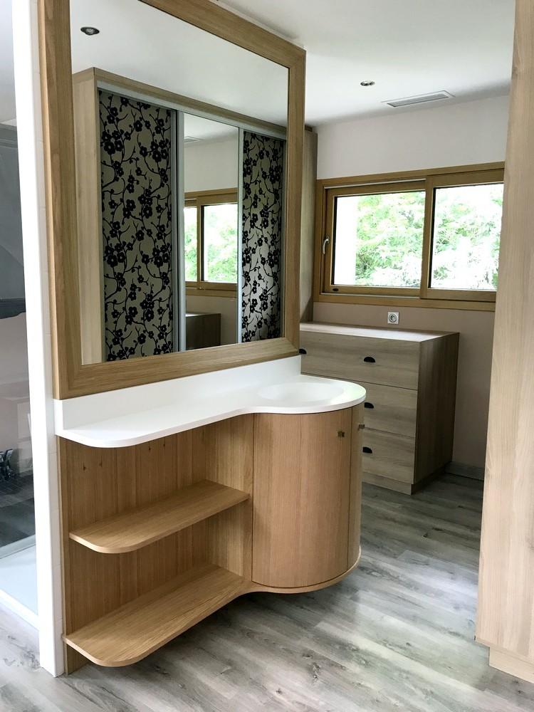 Meuble de salle de bain avec plan de travail en résine