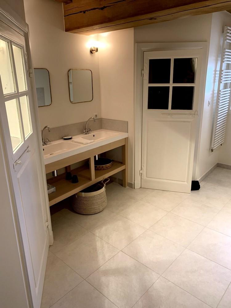 Meuble de salle de bain en hêtre