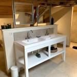 Meuble de salle de bain en hêtre, peint