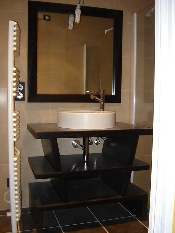 Meuble vasque en MDF replaqué d'oberflex en chêne teinté wengé et miroir assorti