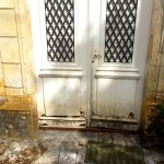 Porte d'entrée ancienne avant restauration