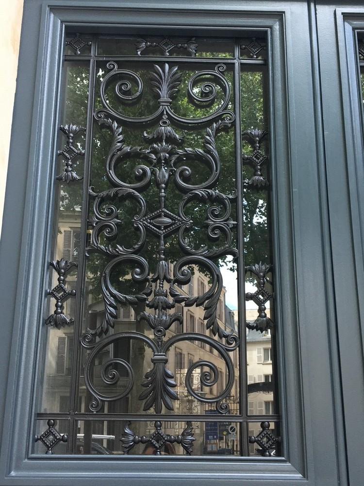 Porte d'entrée d'un hôtel particulier (3)