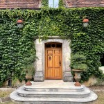 Porte d'entrée en chêne, de style avec moulures tarabiscotées et imposte en arc surbaissé avec médaillon (1)