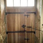 Porte d'entrée périgourdine cloutée (2)