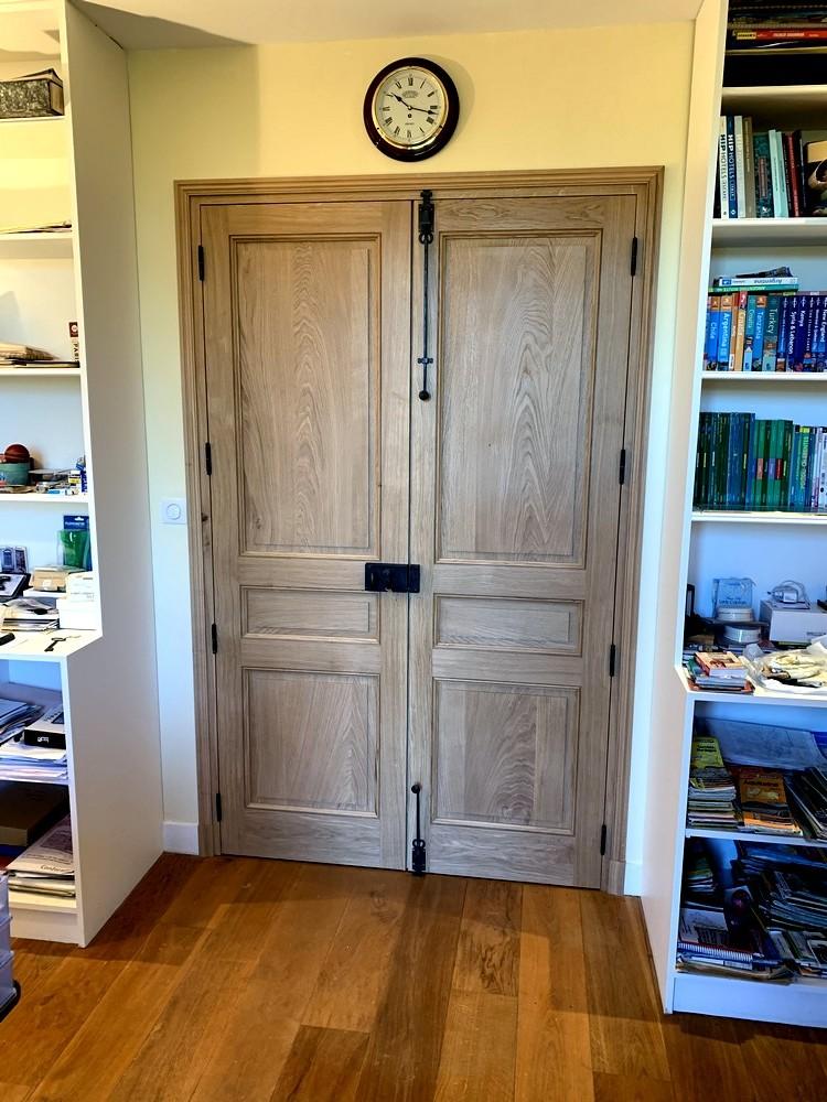Porte d'intérieur de style avec quincailleries anciennes (1)