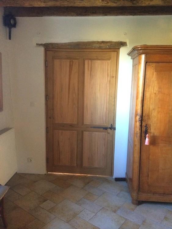 Porte intérieure en chêne et merisier avec clenche