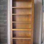 Reproduction d'une bibliothèque en merisier