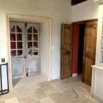 Restauration de portes anciennes et réfection des chambranles