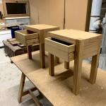 Table de nuit avec tiroirs à queue d'aronde