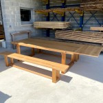 Table en chêne massif à piètement rectangulaire avec bancs et rallonge (2)